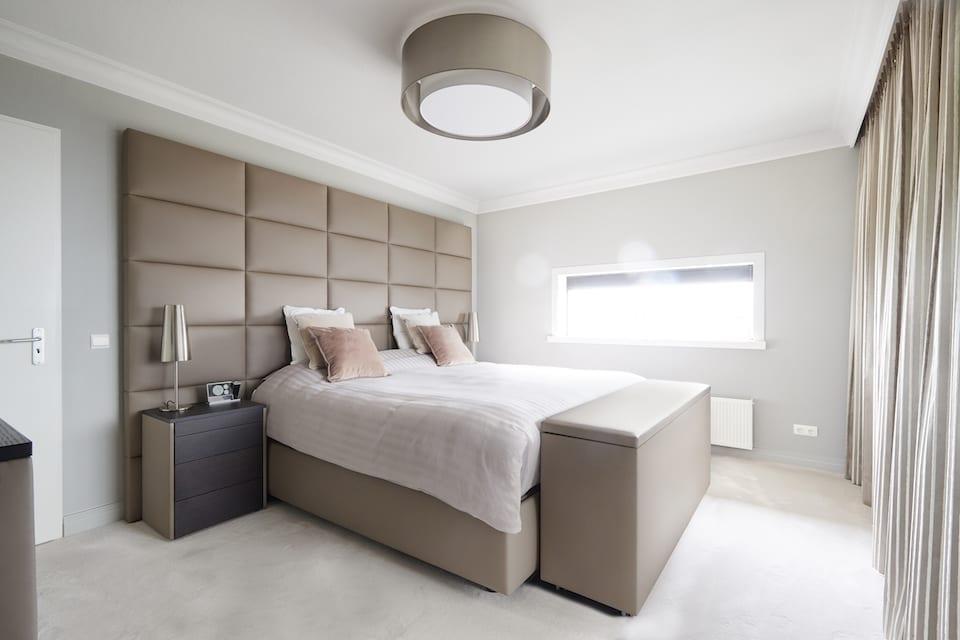 luxe slaapkamer met kingsize bed