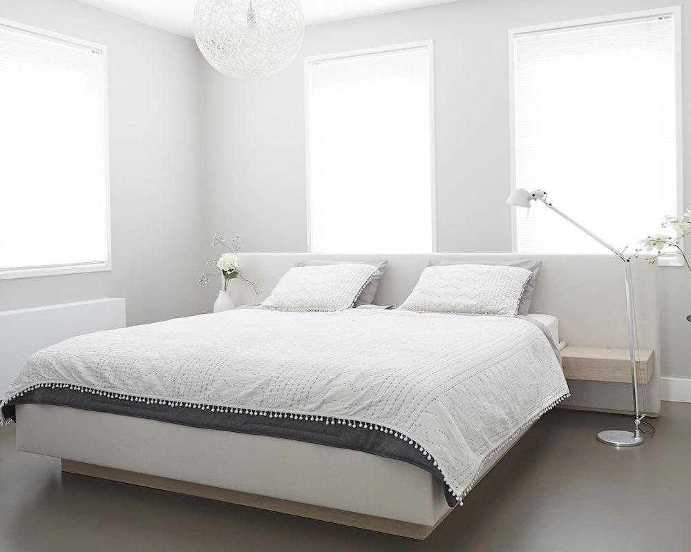 slaapkamer koel houden met raamdecoratie