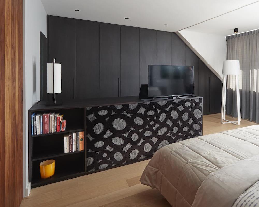 slaapkamer met tv-lift