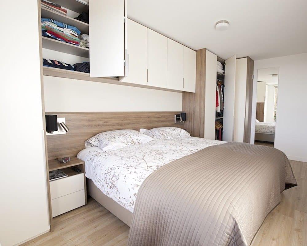 slaapkamer met kastopbouw in hoekopstelling