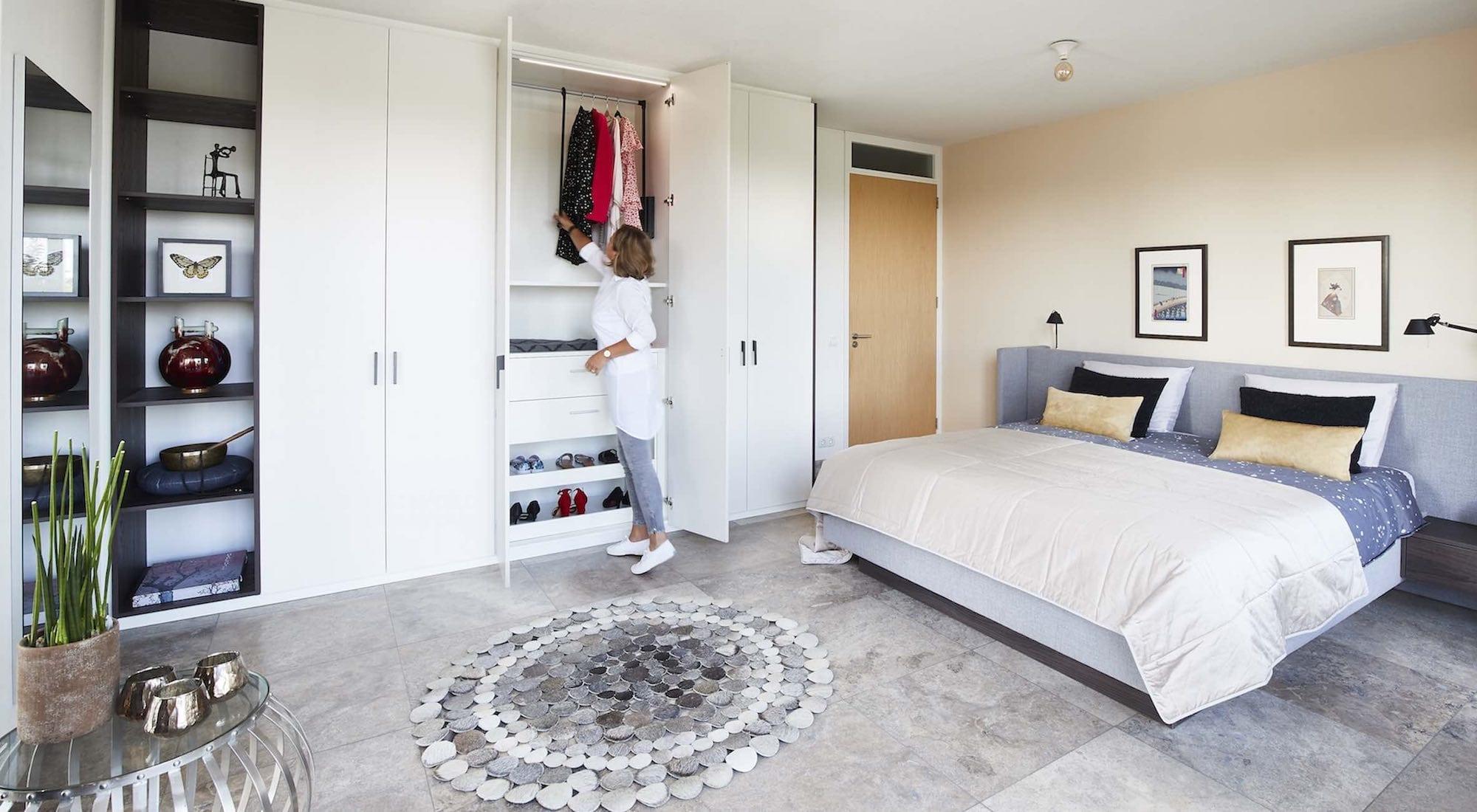 Complete slaapkamer laten inrichten door beddenspecialist de Suite.