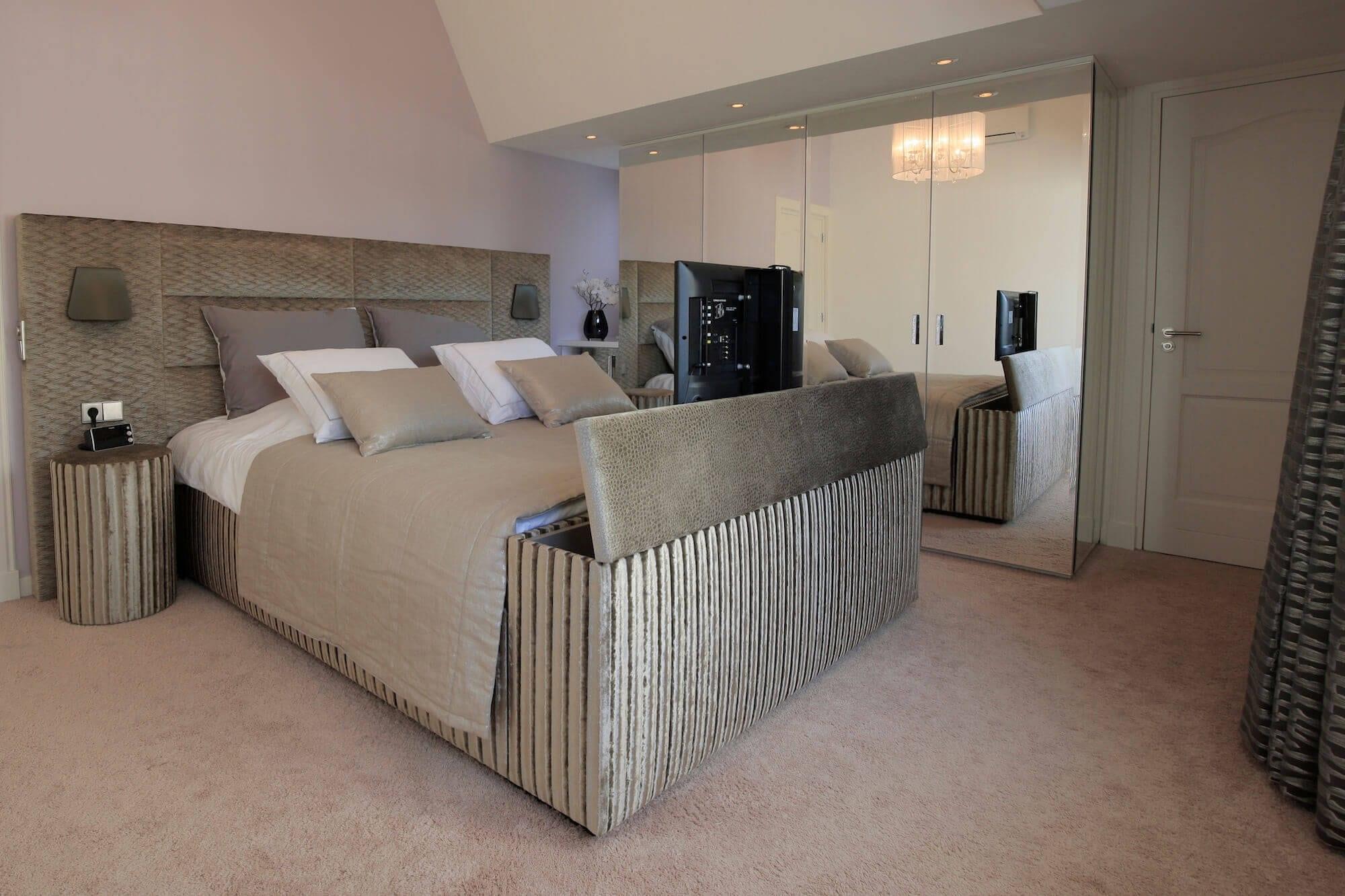 Bed met TV-lift Scatole