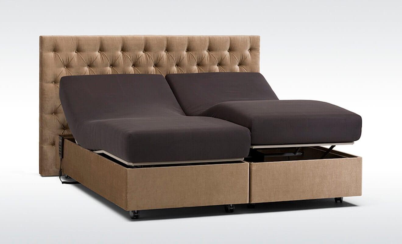 Een boxspring met beide bedden in een verstelbare stand