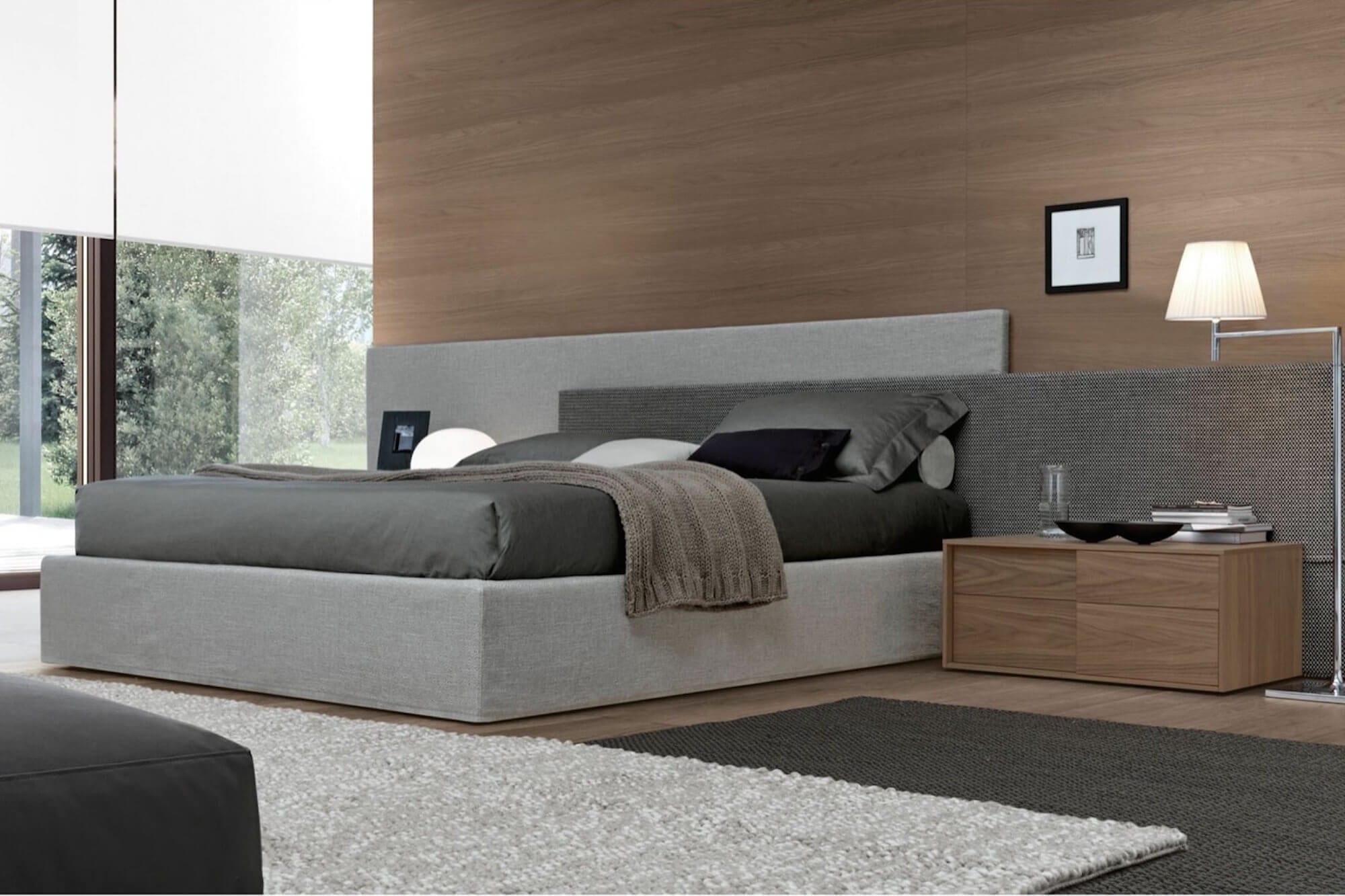 Design bed op maat in grote slaapkamer