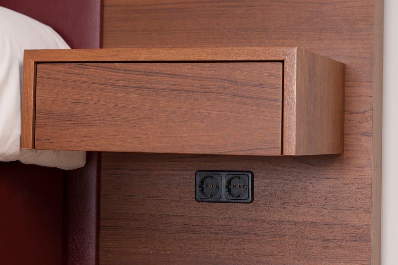 Zwevend nachtkaste op hoofdpaneel Durante