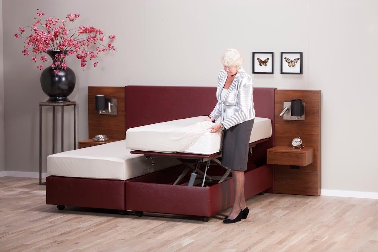 Zet het bed iets hoger om zonder te bukken op te maken