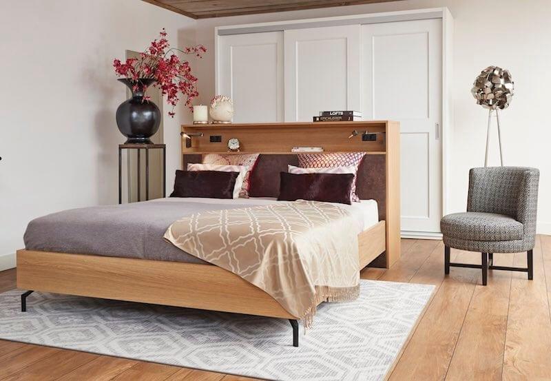 vrijstaand houten bed El Armario