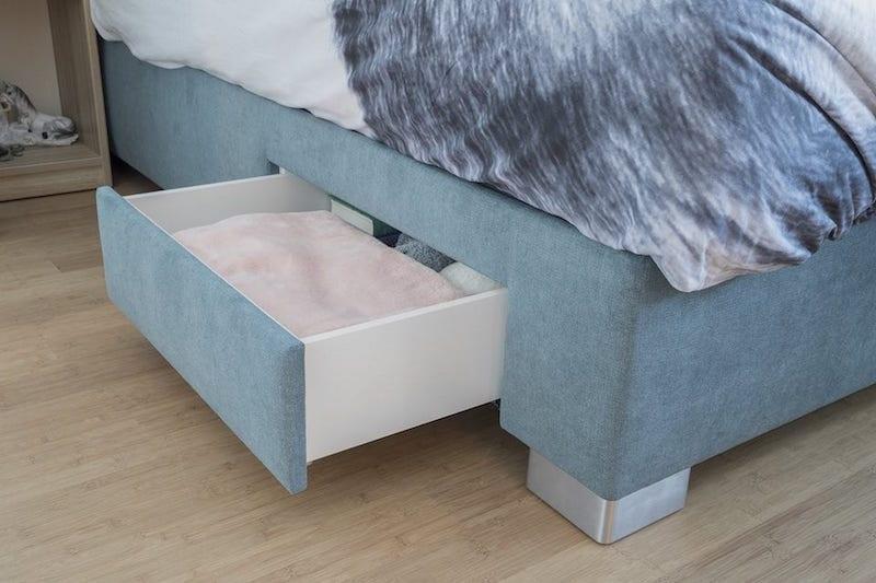 Bed met lade voor extra opbergruimte