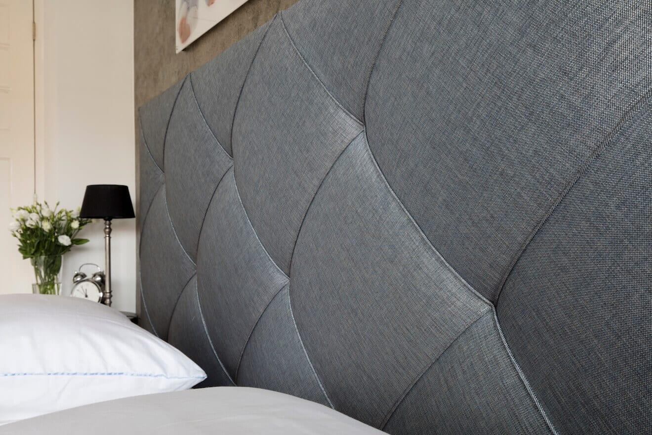 Detail gecapitonneerd bed Finotore