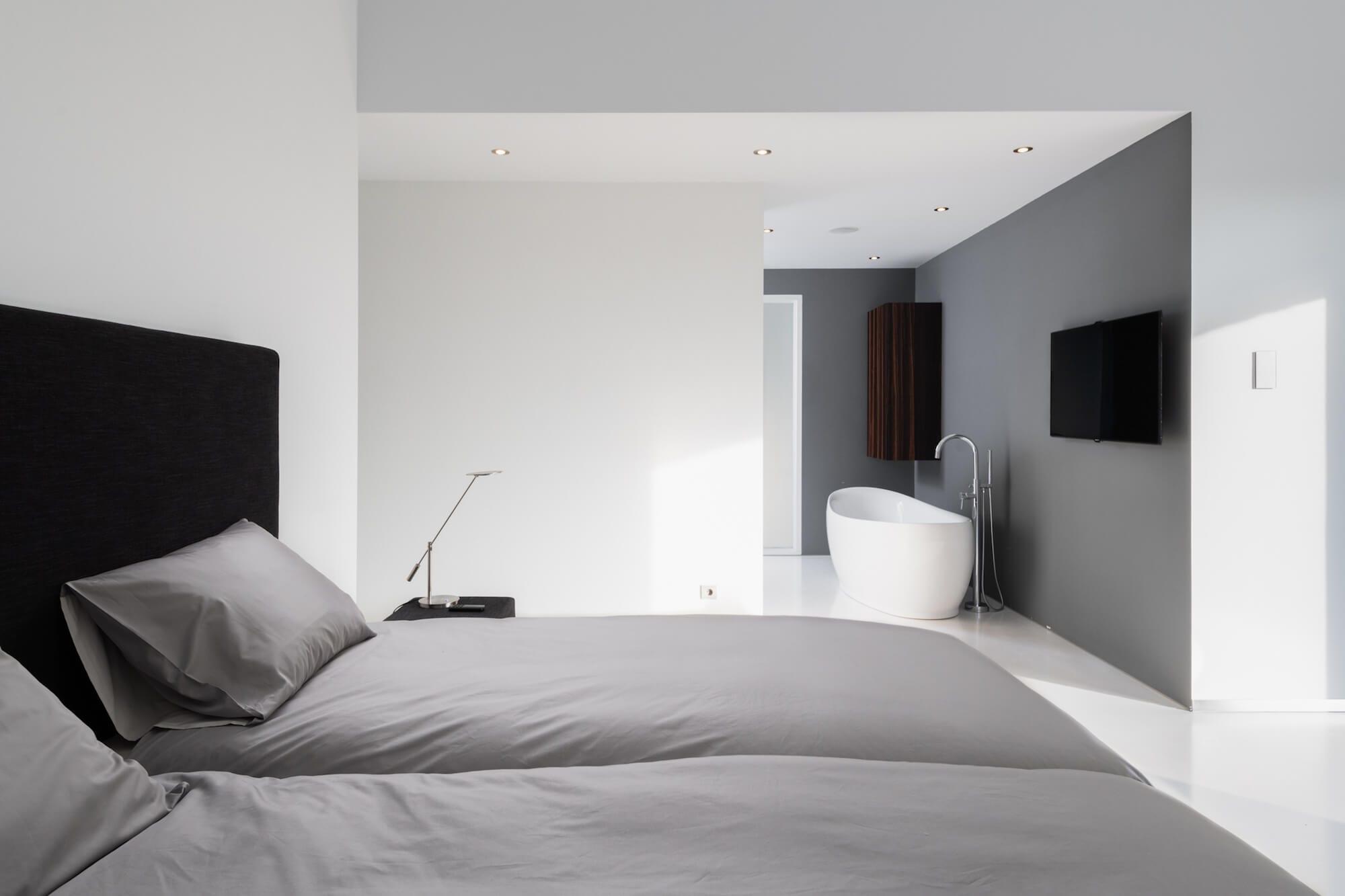 Moderne slaapkamer met bad