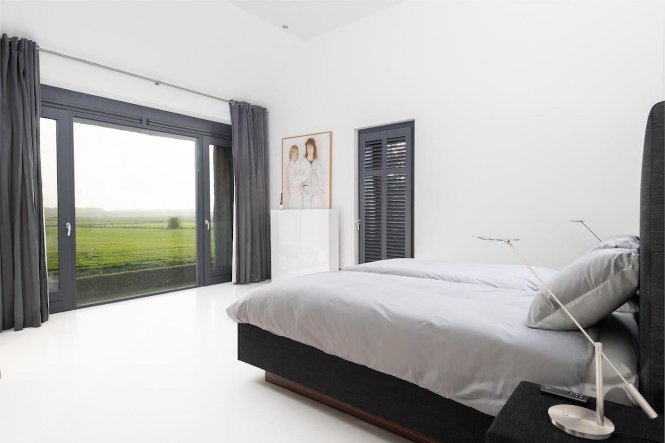Moderne zwarte witte slaapkamer