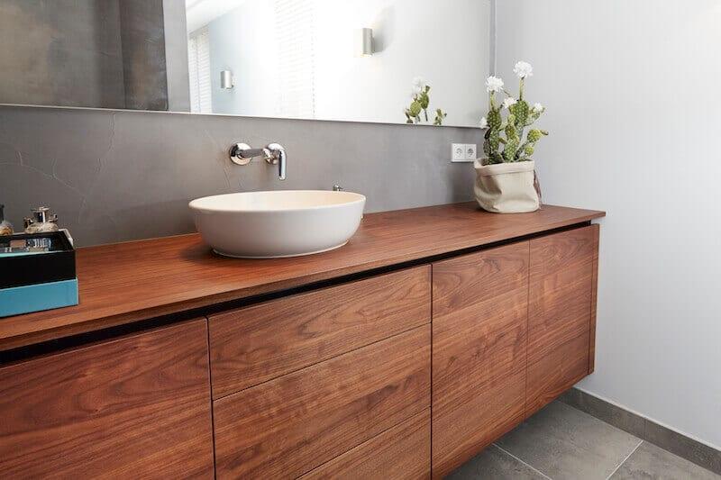 Noten houten badkamermeubel op maat