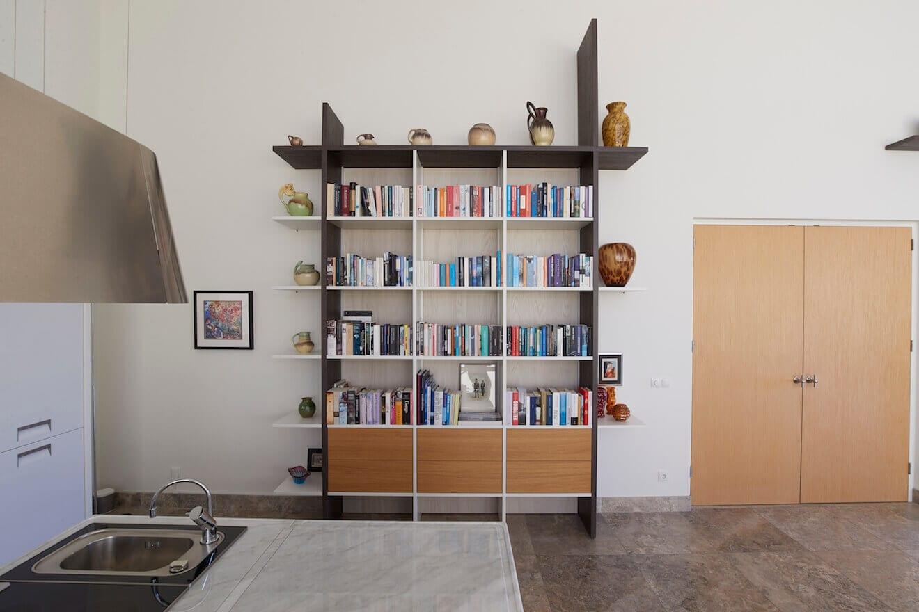 Design wandmeubel voor boeken