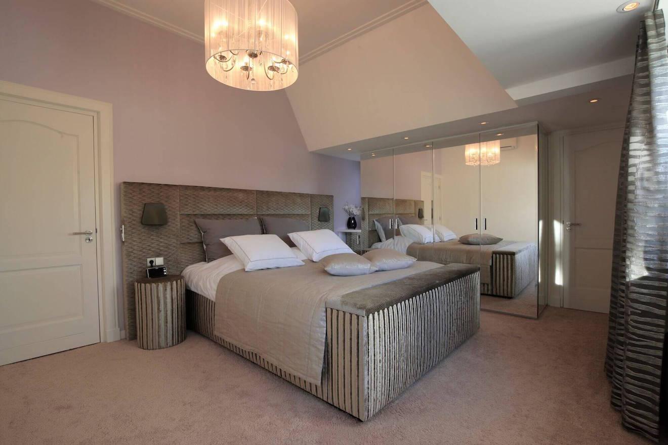 Slaapkamer met kingsize bed Scatole