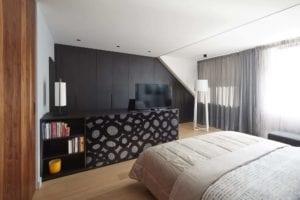 Slaapkamer met TV-kast