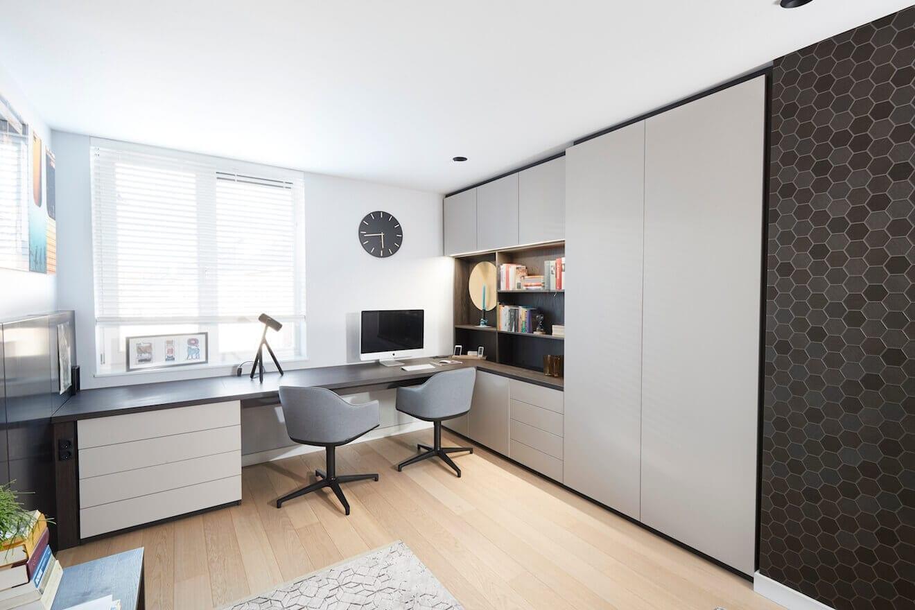 Sfeervolle werkkamer met bureau