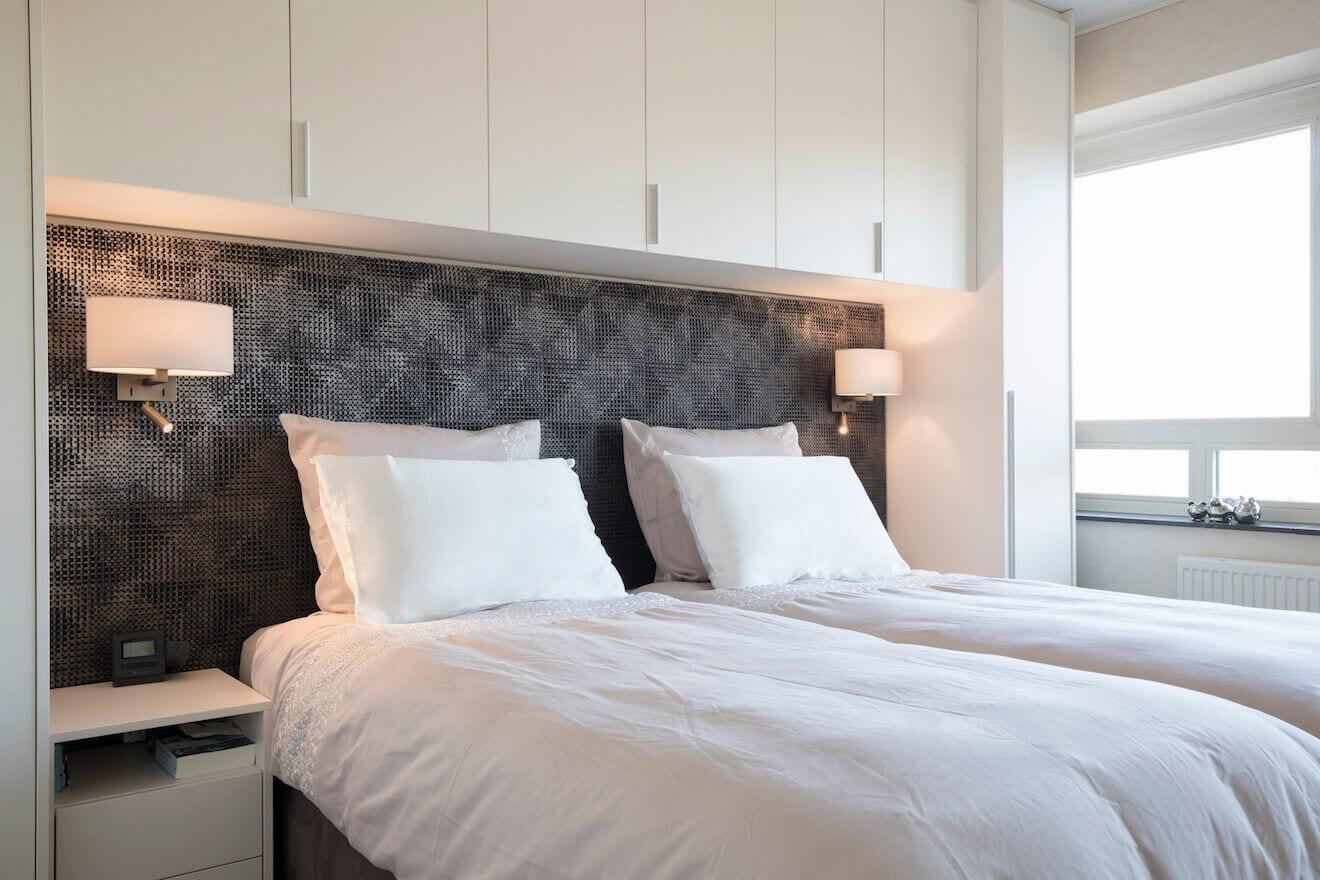 Luxe slaapkamer met kastombouw