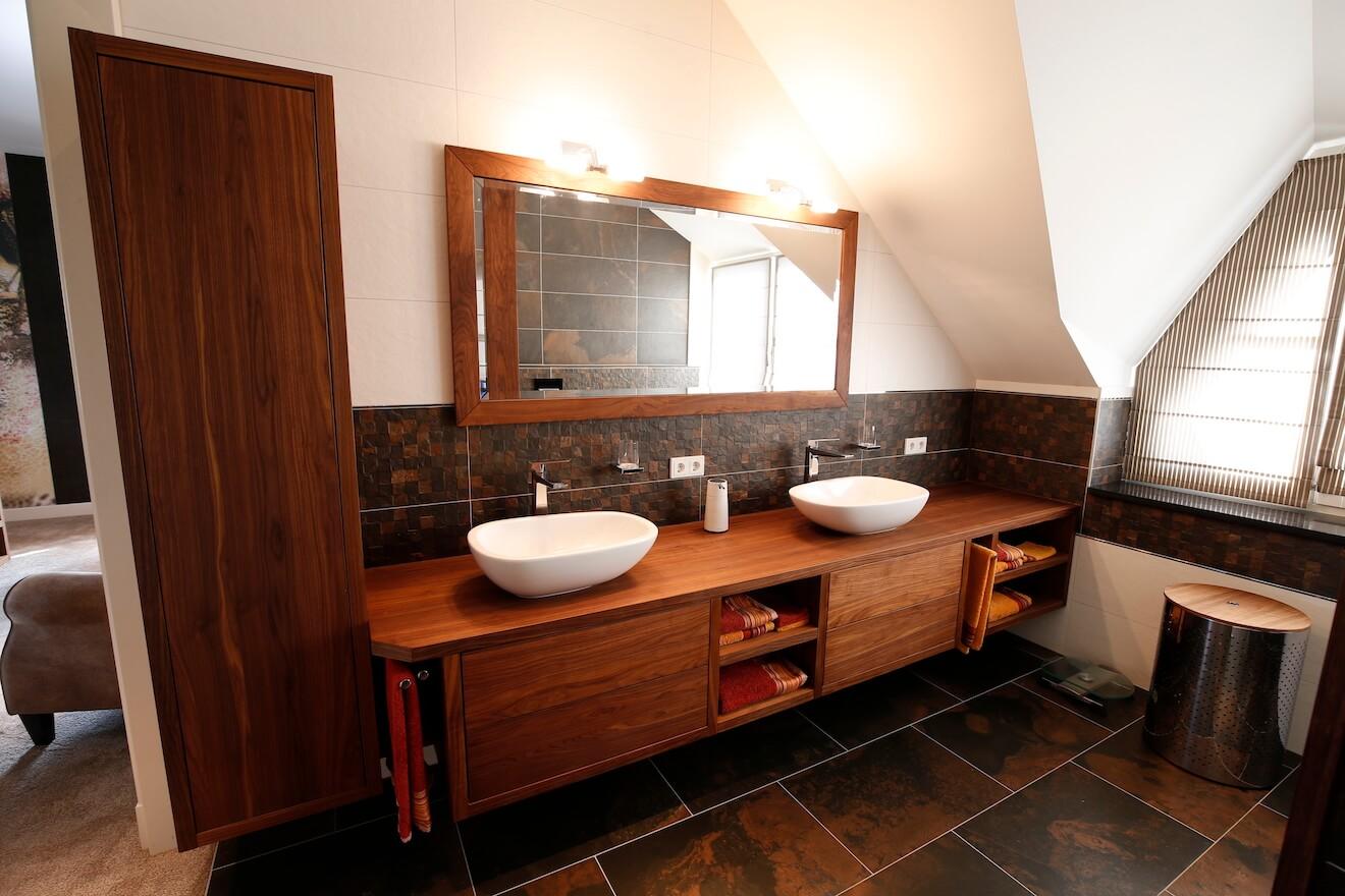luxe badkamermeubel van notenhout