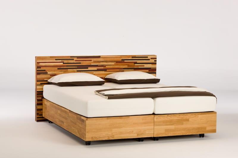 seniorenbed van verschillende soorten hout